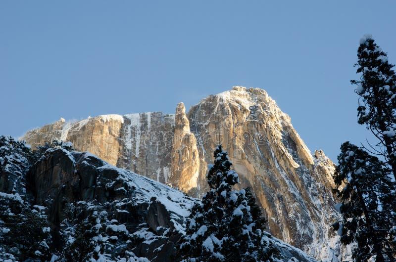 Céu nevado da manhã do ponto de Yosemite imagens de stock