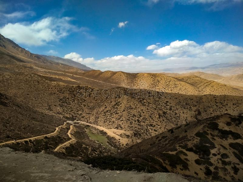 C?u no mustang superior da terra, Transporte-himalaya Nepal fotografia de stock