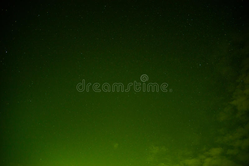 Céu no verde da noite foto de stock