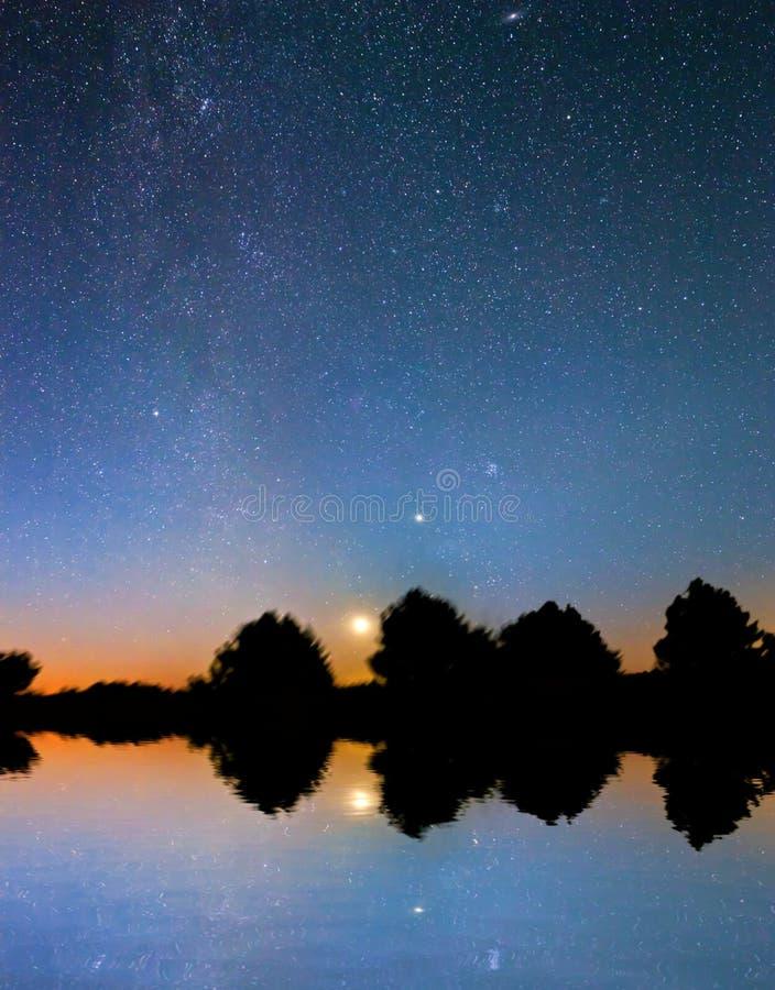 Download Céu nocturno imagem de stock. Imagem de cosmic, lagoa - 26515541