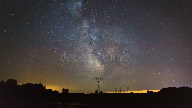 Céu noturno acima do pilão fotos de stock