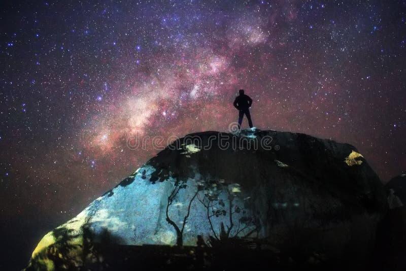 Céu noturno milkyway com estrelas imagem de stock