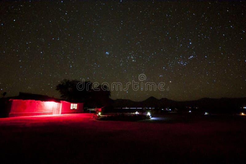 Céu noturno sobre o deserto de Atacama imagem de stock royalty free