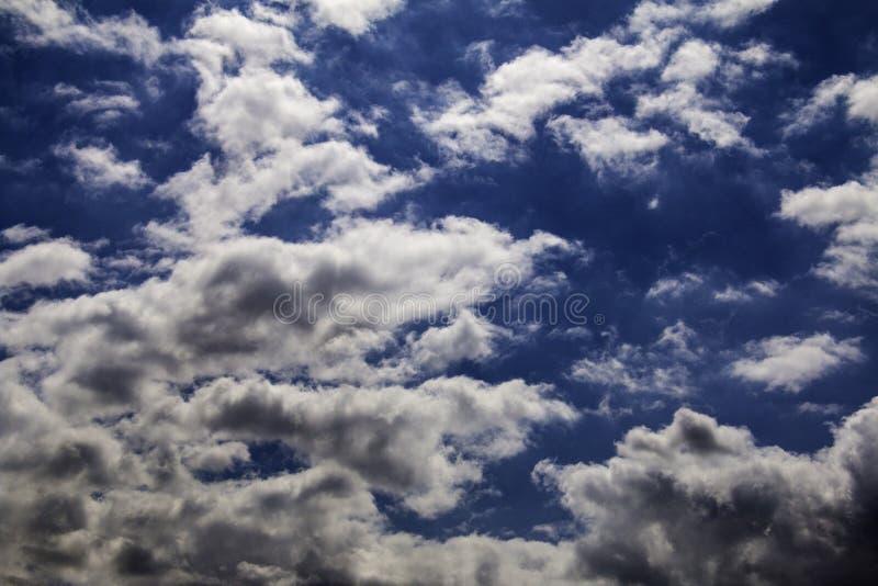 Céu nublado azul imagem de stock royalty free