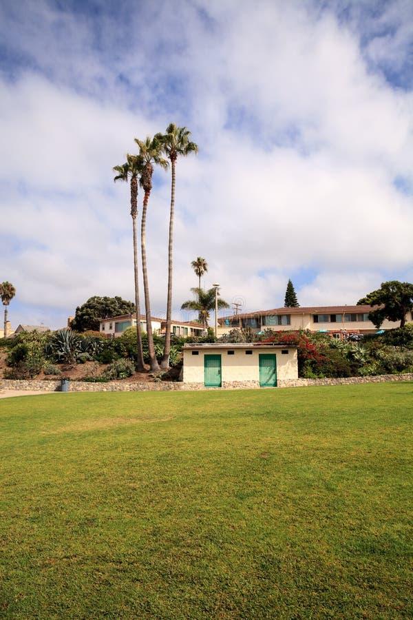 Céu nublado do verão sobre o parque de Heisler no Laguna Beach foto de stock