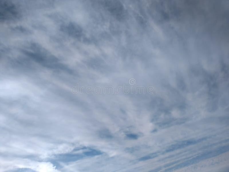 Céu salgado da nuvem da costa de mar foto de stock royalty free