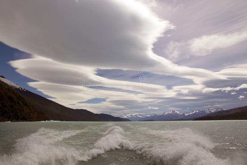 Céu surpreendente em Argentino Lake, Argentina imagens de stock royalty free