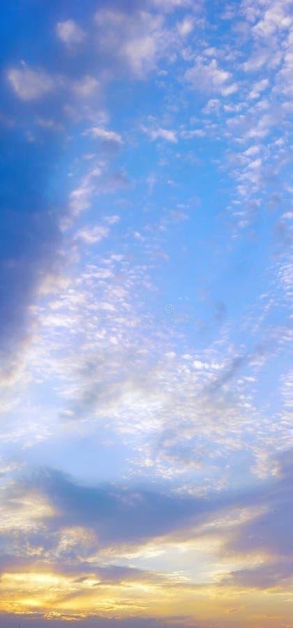 Céu vertical do panorama fotografia de stock