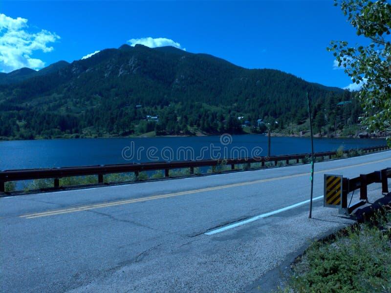 Céus azuis do lago das montanhas rochosas de Colorado fotos de stock royalty free
