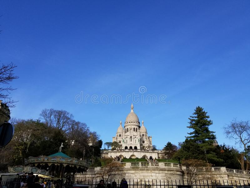 Céus azuis sobre Sacre Coeur Paris, França foto de stock royalty free