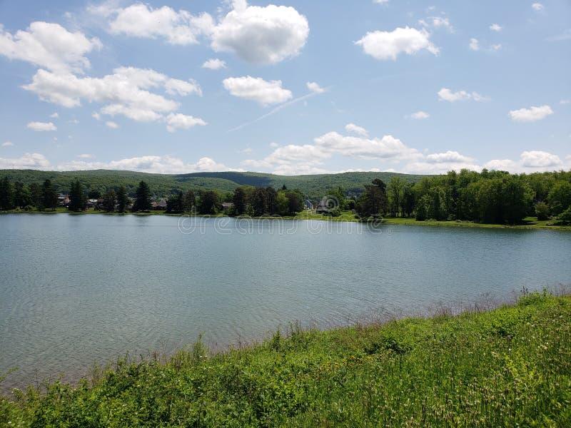 Céus da serenidade no lago Ethel fotografia de stock