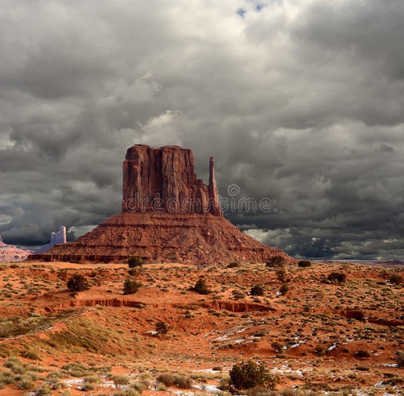 Céus nebulosos do vale do monumento imagem de stock royalty free