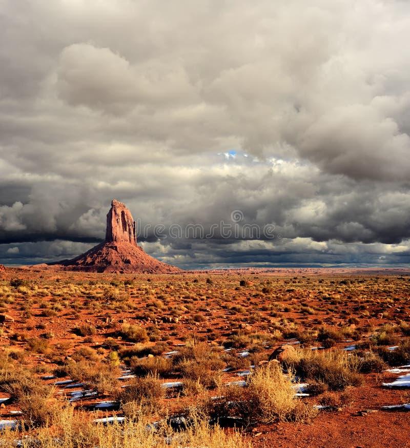 Céus nebulosos do vale do monumento fotografia de stock royalty free