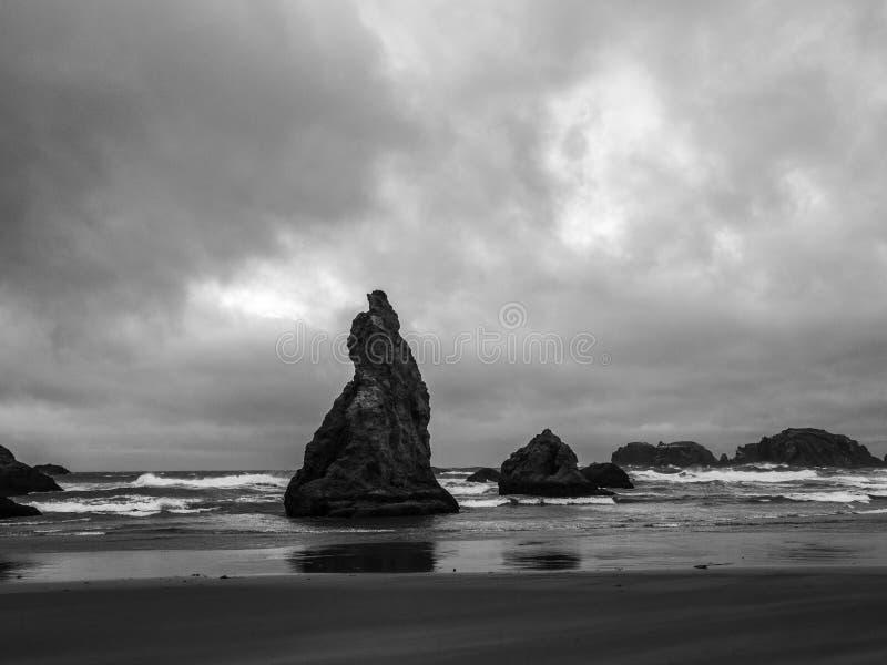 Céus tormentosos na costa de Oregon imagens de stock royalty free
