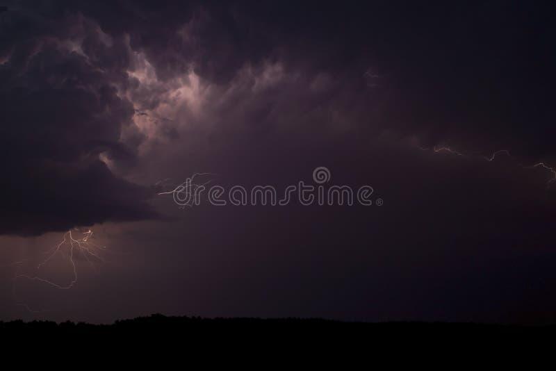 Céus tormentosos, relâmpago. imagens de stock royalty free