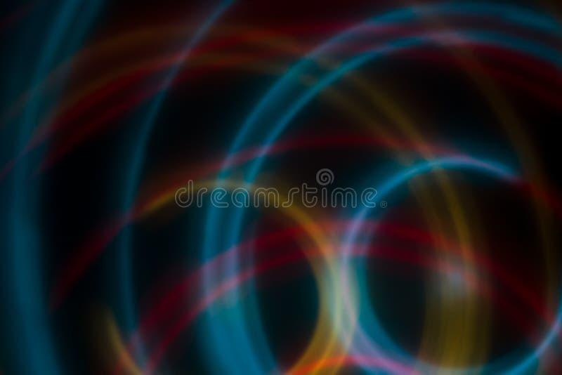 Círculo abstrato da luz da cor no fundo preto ilustração royalty free