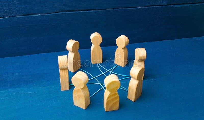 Círculo de la gente interconectada por las líneas de las curvas cooperación, trabajo en equipo, entrenamiento Personal, reunión d imagenes de archivo