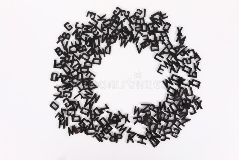 Círculo de letras de madeira pretas ilustração royalty free