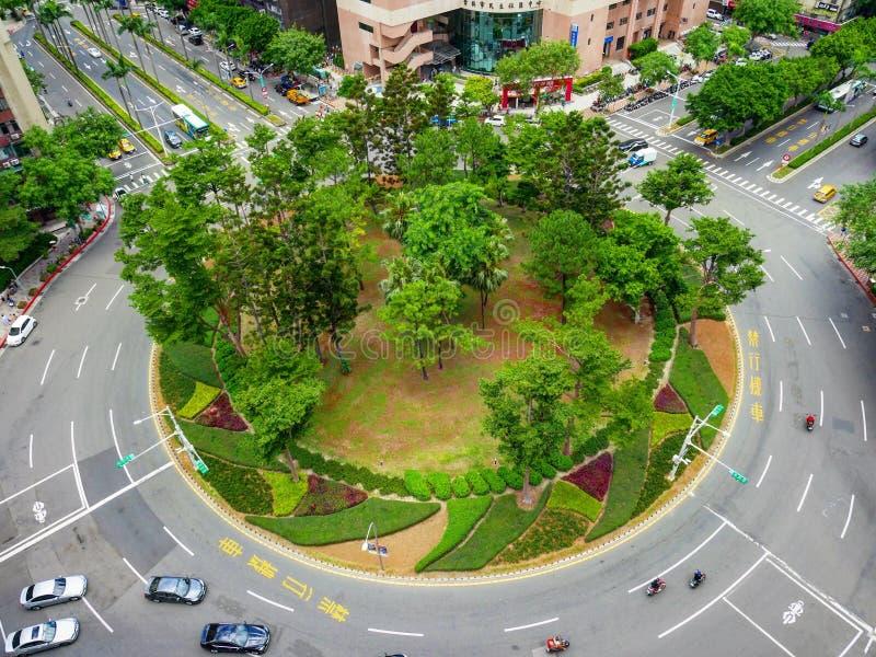 Círculo de tráfico con diseño verde en el centro, Taiwán imagen de archivo