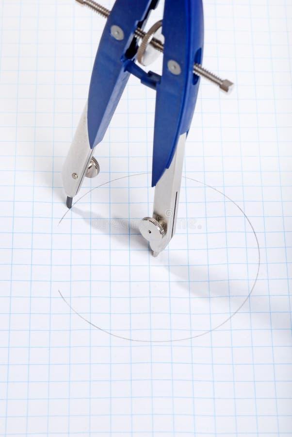 Círculo do desenho do compasso no papel de gráfico fotos de stock