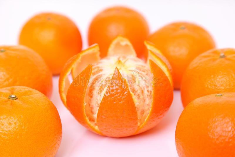 Círculo do tankan do citrino contra o fundo branco fotos de stock royalty free