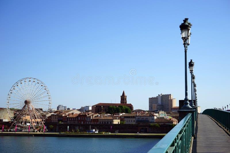 Círculo e ponte grandes fotografia de stock royalty free