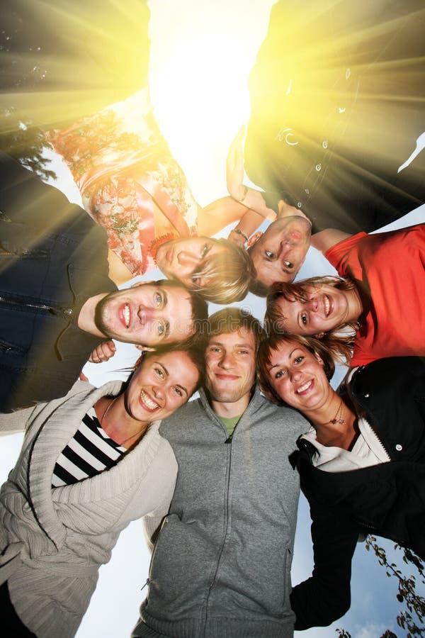Círculo feliz dos amigos fotografia de stock royalty free