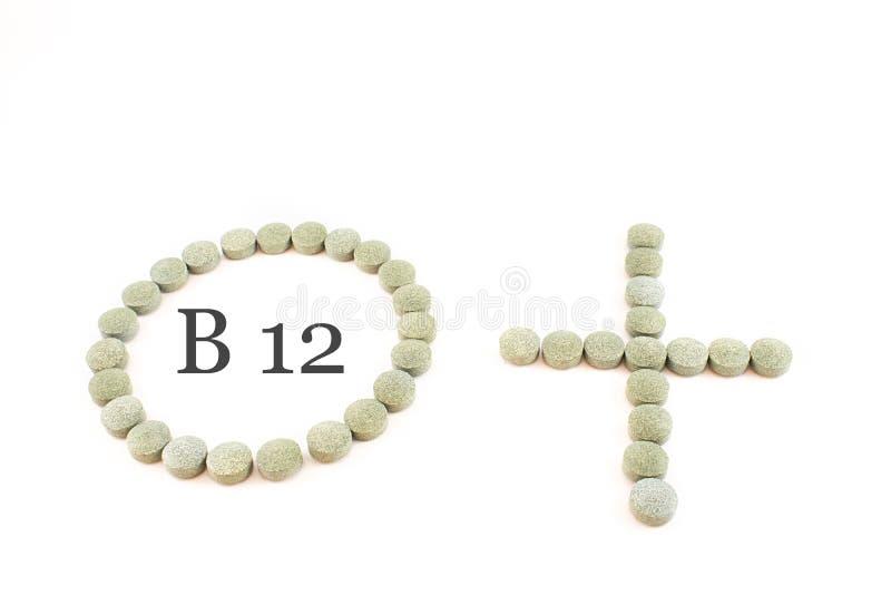 Círculo, sinal positivo e comprimidos do spirulina fotos de stock
