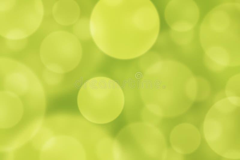 Círculos brilhantes borrados sumário no fundo verde e amarelo foto de stock royalty free