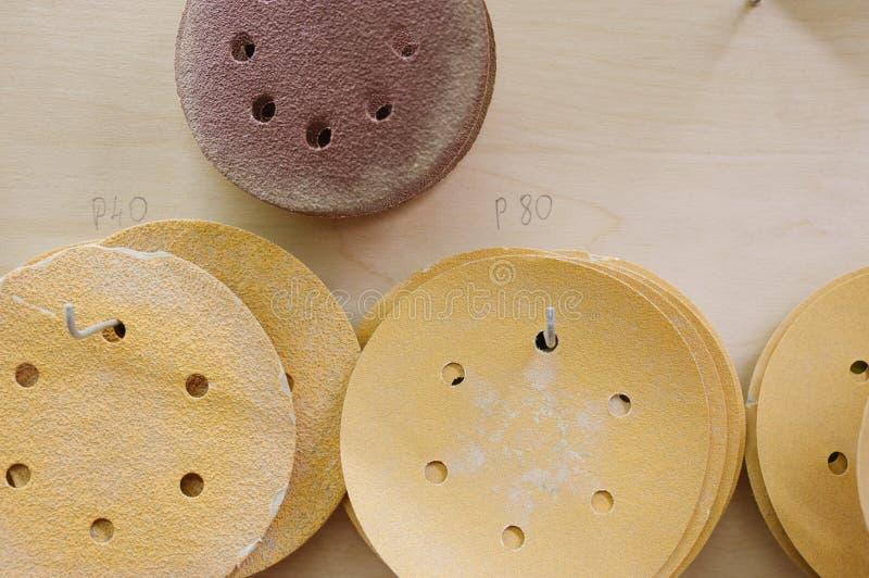 Círculos para máquinas de lixar orbitais para a madeira imagens de stock royalty free