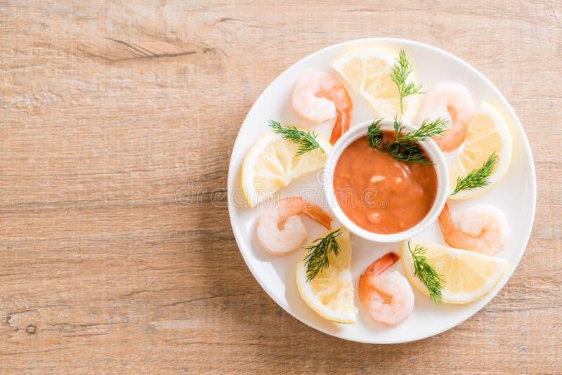 Cóctel de camarón con la salsa foto de archivo