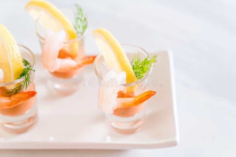Cóctel de camarón con la salsa fotografía de archivo