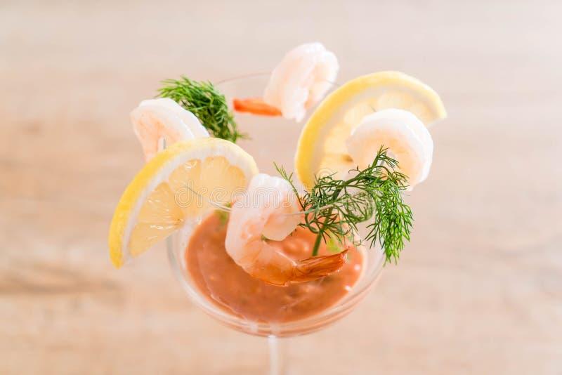 Cóctel de camarón con la salsa imagen de archivo
