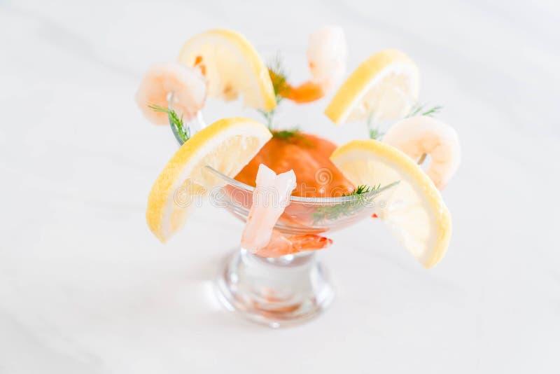 Cóctel de camarón con la salsa imágenes de archivo libres de regalías