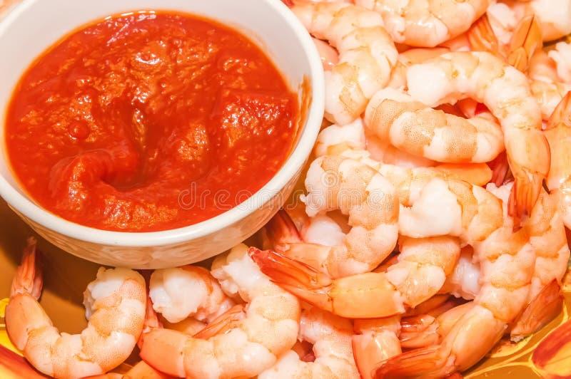 Cóctel de camarón orgánico fresco con la salsa roja foto de archivo