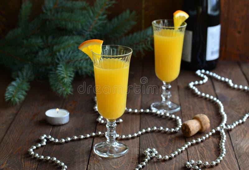 Cóctel de la mimosa con el zumo de naranja y el champán fotografía de archivo libre de regalías