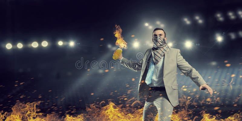 Cóctel molotov que lanza del hombre de negocios Técnicas mixtas foto de archivo libre de regalías