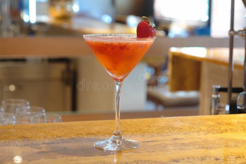 Cóctel rojo de la fresa de la fruta imágenes de archivo libres de regalías