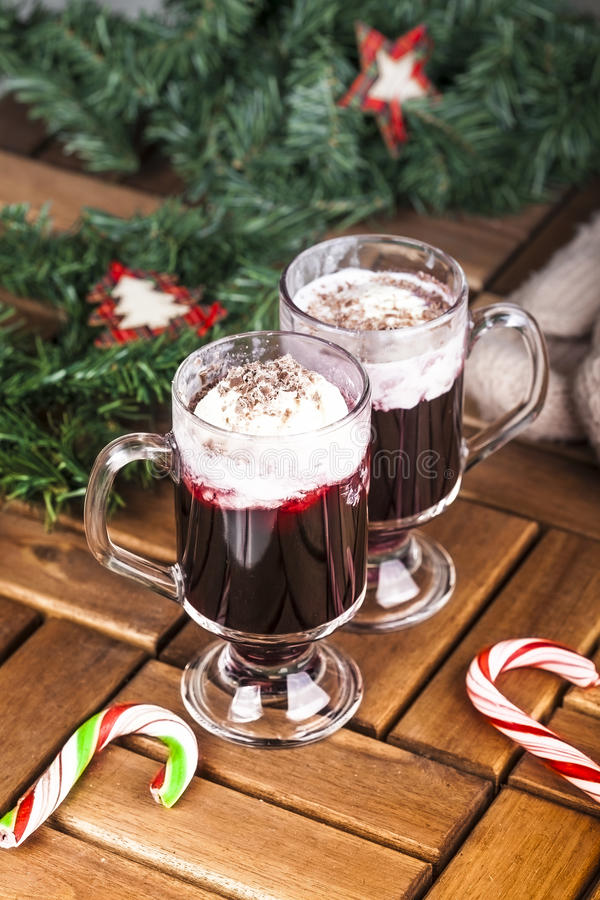 Cócteles de la Navidad con helado fotografía de archivo libre de regalías