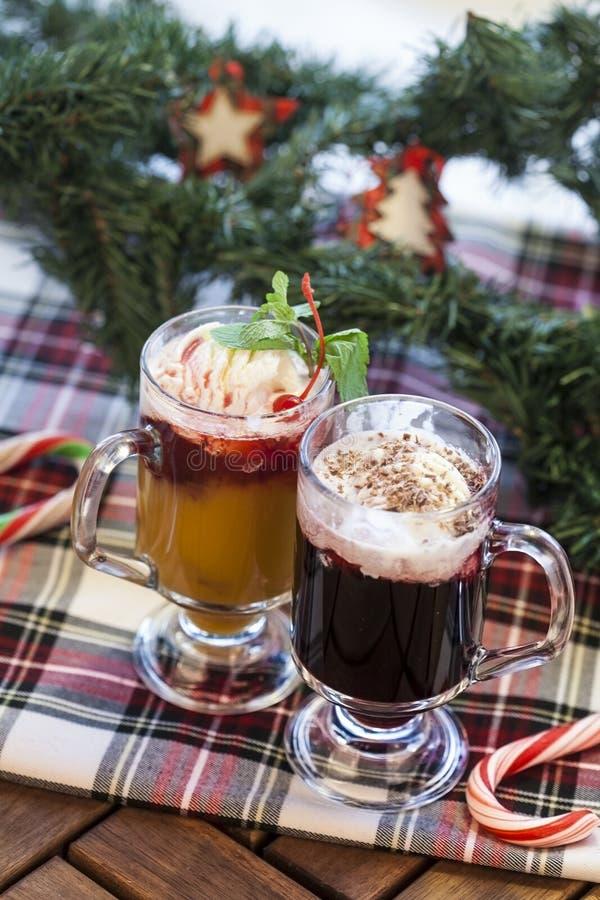 Cócteles de la Navidad con helado foto de archivo