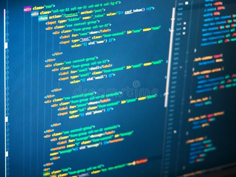 Código anaranjado, verde y amarillo en el fondo azul, primer del PHP imagen de archivo