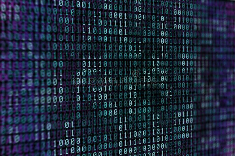 Código binario azul en el fondo negro para el contexto o el papel pintado del extracto del ordenador fotos de archivo