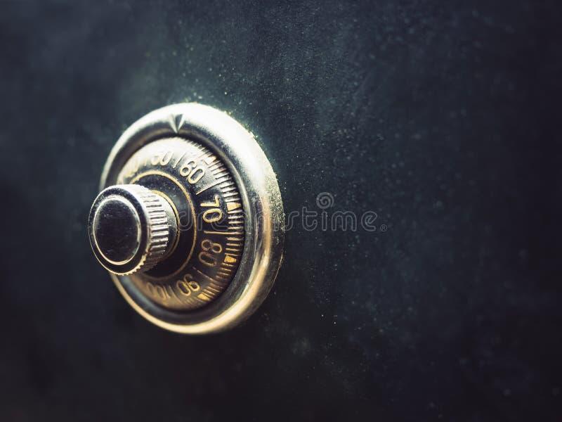 Código de cerradura seguro en el banco de la caja de seguridad foto de archivo