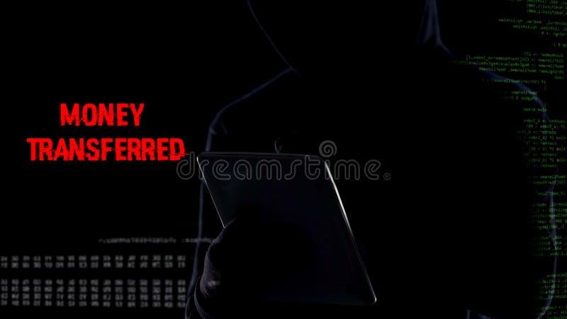 Código a juego masculino secreto del perno, dinero de transferencia de la tarjeta de crédito ilegal fotos de archivo libres de regalías