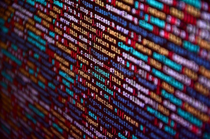 Código programado del desarrollador de software en el ordenador Código fuente abstracto de la escritura del ordenador fotos de archivo