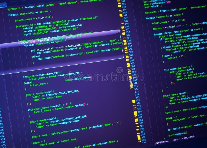 Código verde del PHP en fondo púrpura en el editor de código, primer imágenes de archivo libres de regalías