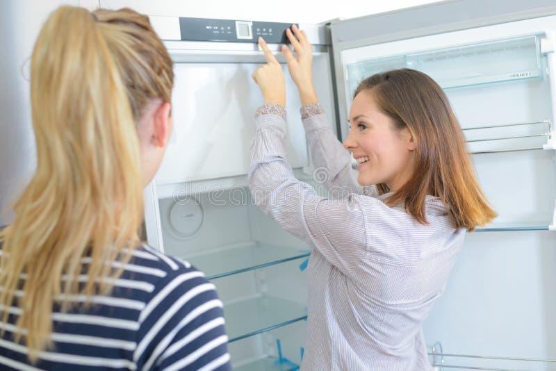 Cómo programar el refrigerador foto de archivo libre de regalías