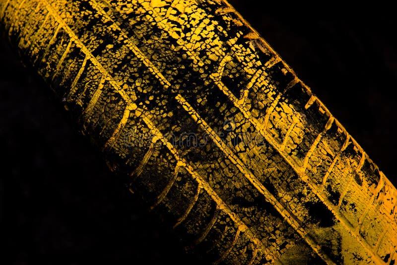 Cópia amarela do pneu de carro imagens de stock royalty free
