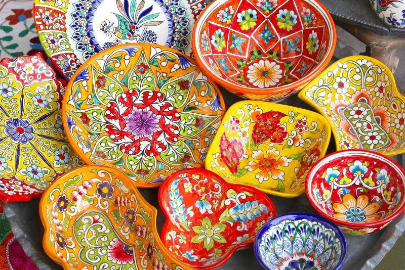 Cópia colorida das bacias cerâmicas, Jerusalém da loja, Israel fotos de stock royalty free