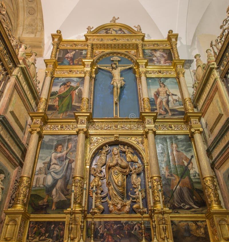 Córdoba - el altar policromo tallado de Capilla de Santa Maria Magdalena y Asuncion de la Nuestra Senora en catedral fotos de archivo libres de regalías